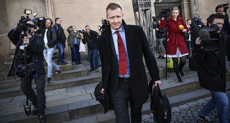 Åklagaren Buch-Jepsen lämnar domstolen