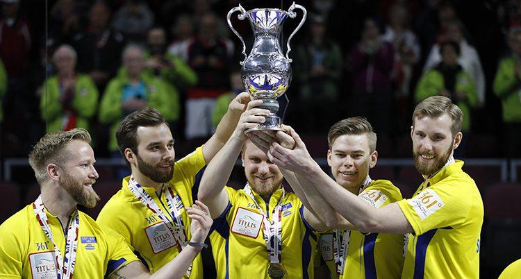 Sveriges lag med VM-pokalen
