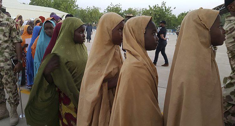 Flickor som varit fångar hos terroristerna