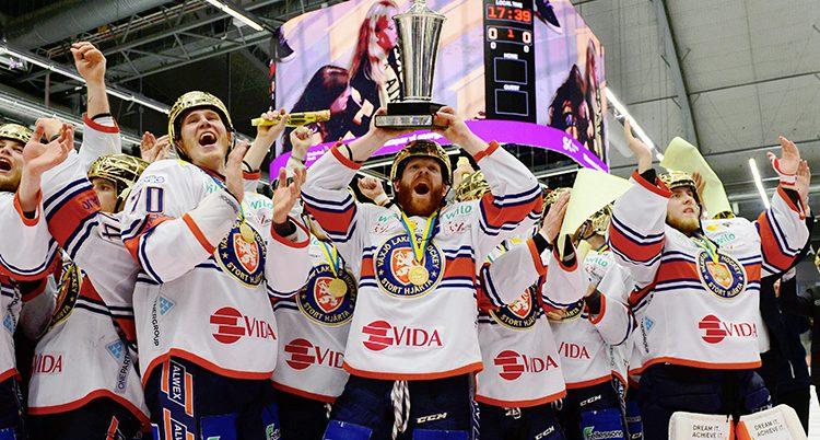 Växjös spelare firar sitt SM-guld