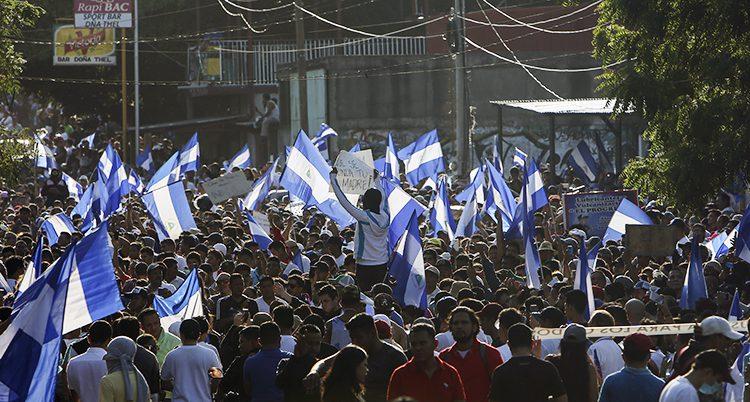 Människor demonstrerar i Nicaragua