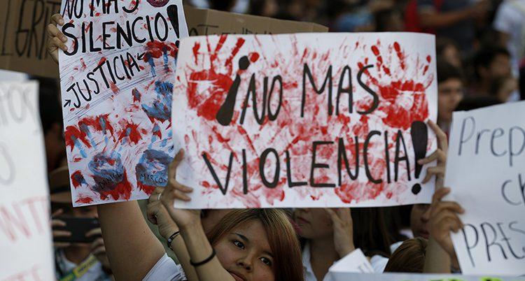 Folk protester mot våldet i Mexik