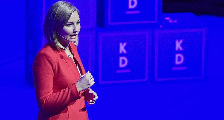 Ebba Busch Thor håller tal.