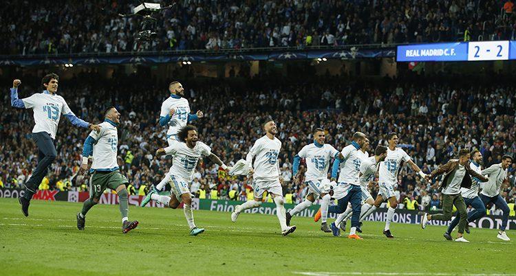 Real Madrids spelare jublar.