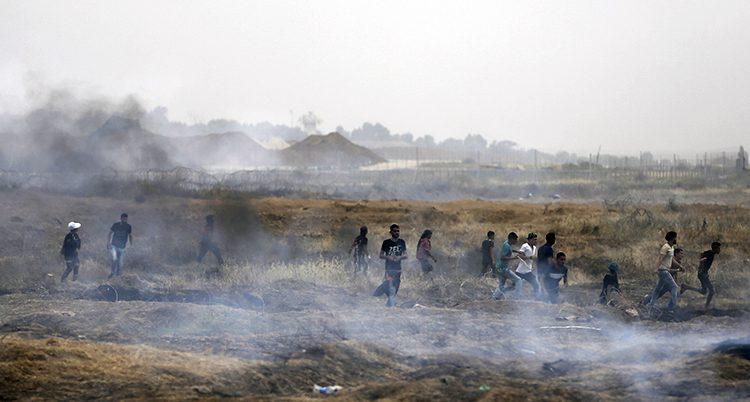 Palestinier flyr för att ta skyd