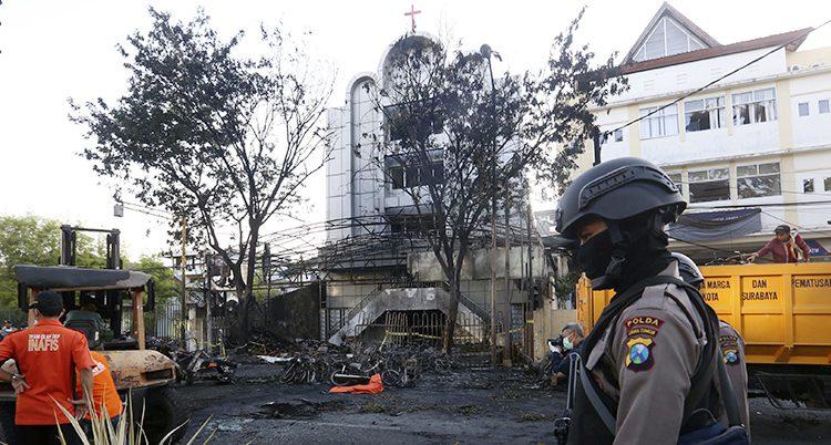 Vid den här kyrkan sprängdes en bomb