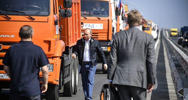 Putin invigde bron till Krim