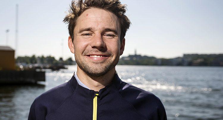 Porträtt på en leende Anton Dahlberg.