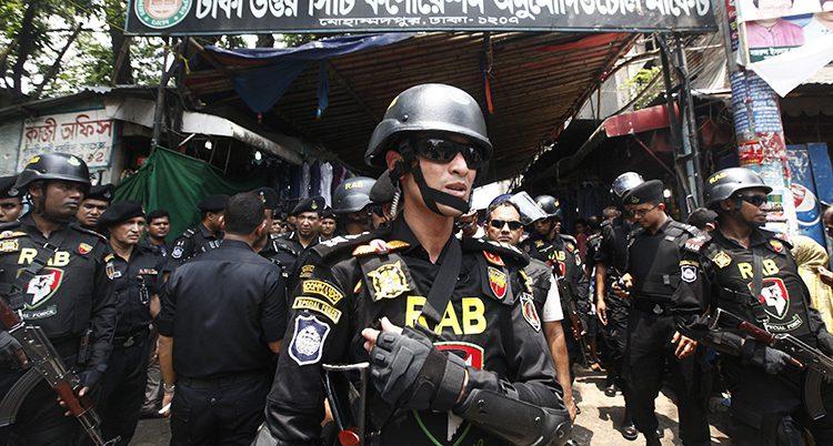 En polis i landet Bangladesh