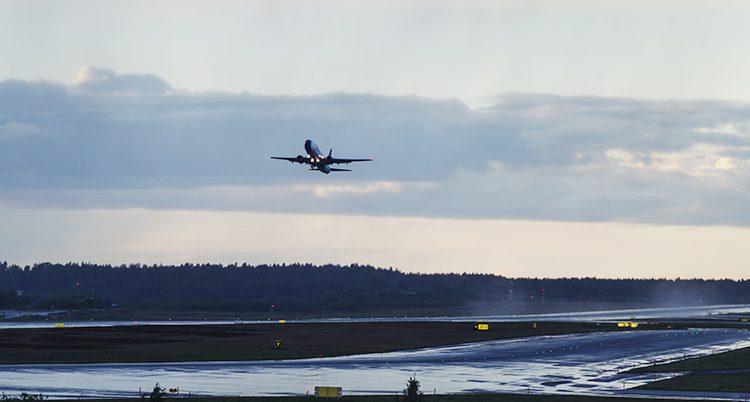 Ett flygplan startar