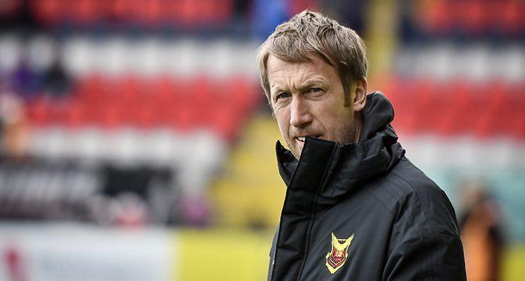 Graham Potter vid sidan om planen under en match