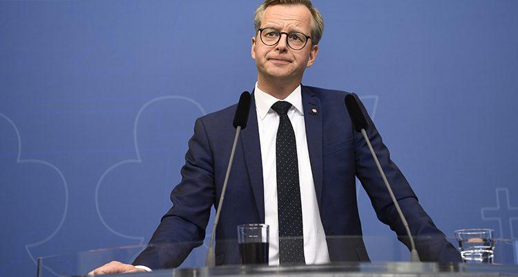 Mikael Damberg på en pressträff.