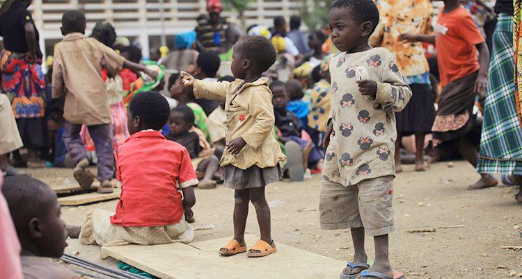 Barn i ett flyktingläger i Kongo.