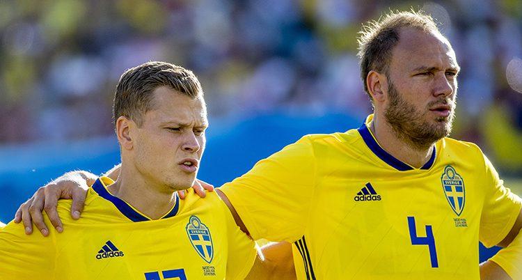Fotbollsspelarna Victor Claesson och Andreas Granqvist.