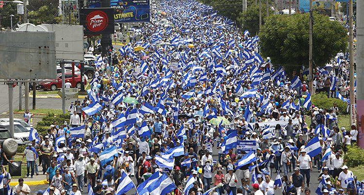Många protesterar i Nicaragua