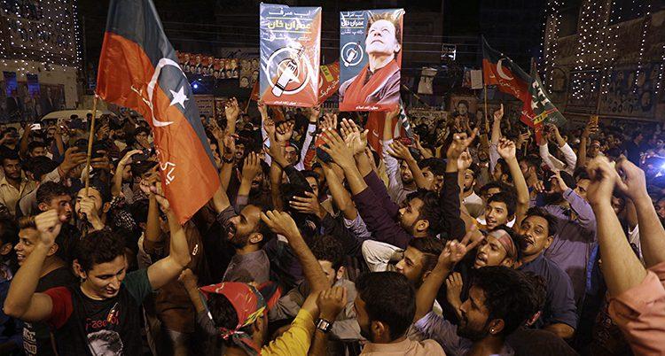 Folk firar efter valet