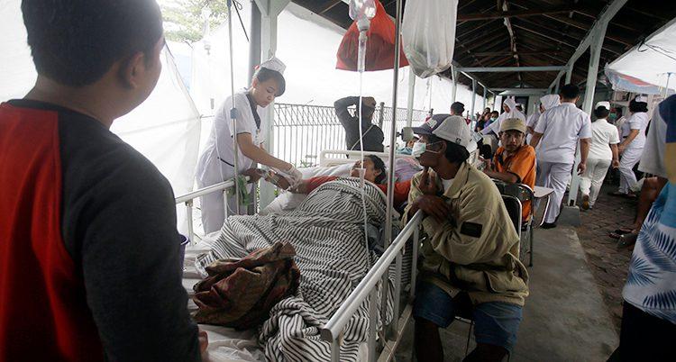 Skadade får hjälp efter jordbävningen