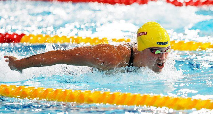 Sarah Sjöström simmar