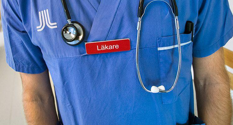 En läkare på ett sjukhus.