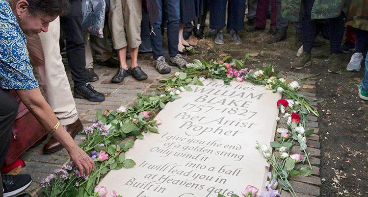 William Blake har fått en gravsten