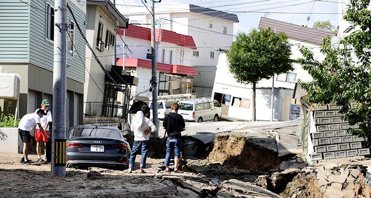 Många vägar skadades av jordbävningen