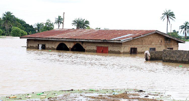 Ett hus som dränkts i vatten.