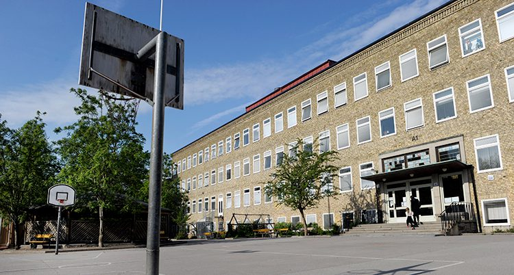 En skola utifrån.