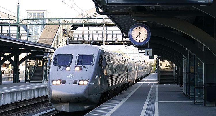 Ett tåg på en station