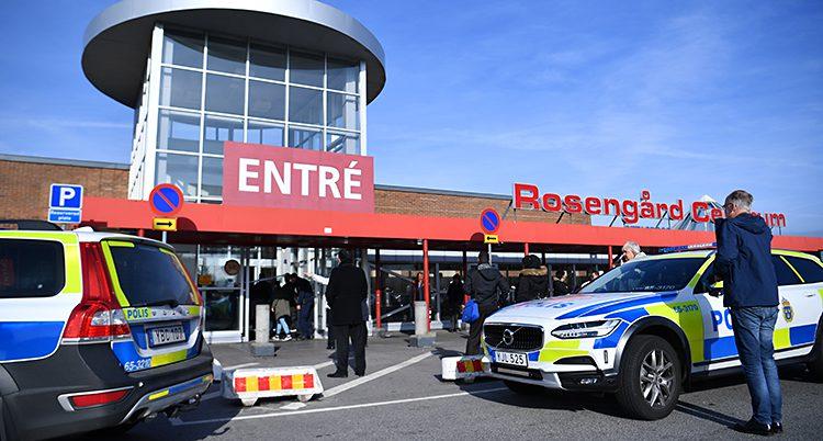 Poliser vid Rosengårds centrum