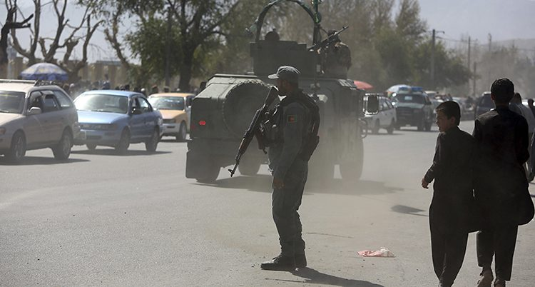 Poliser vaktar i Afghanistan.