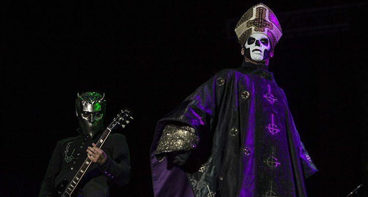 Ledaren i bandet Ghost.