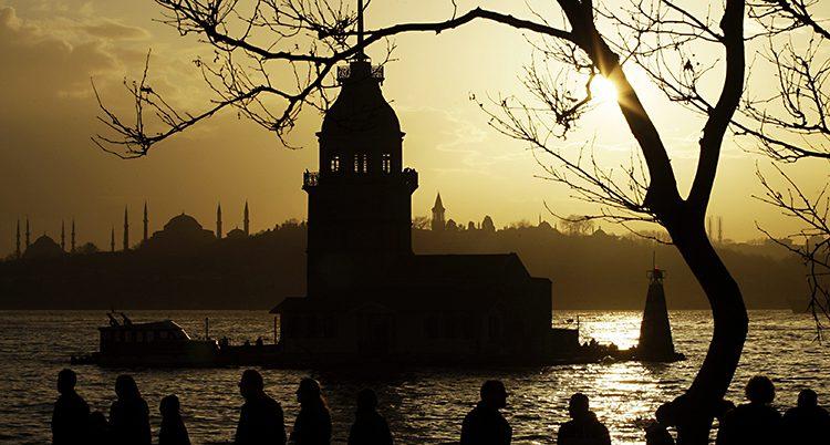 Staden Istanbul på kvällen.