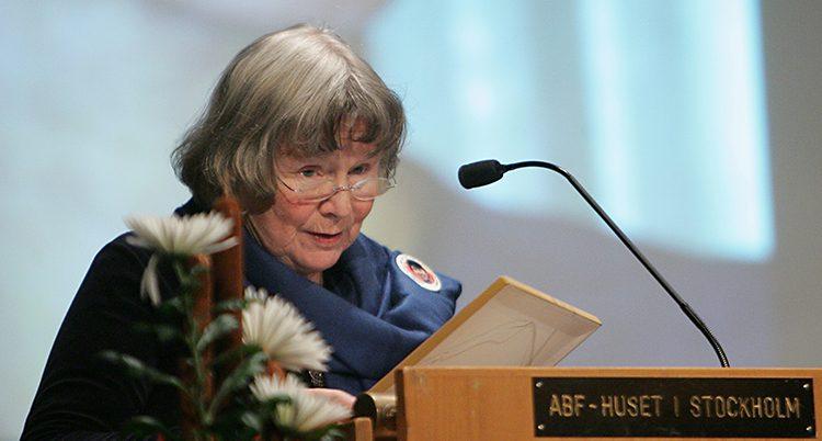 Lisbeth Palme håller tal
