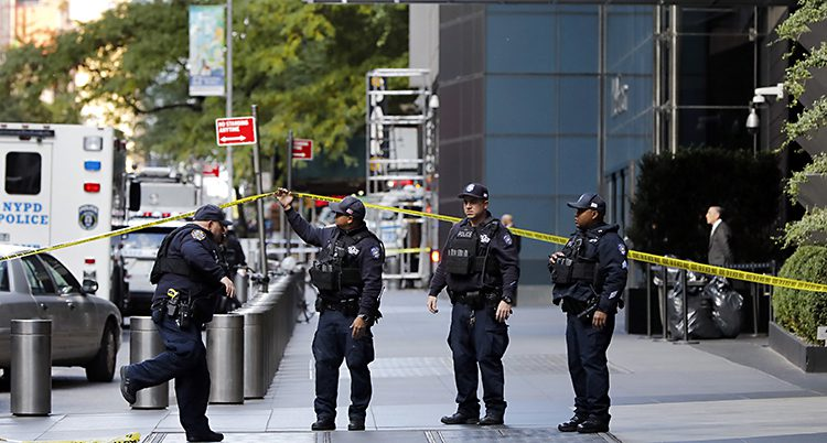 Poliser vaktar i New York i USA