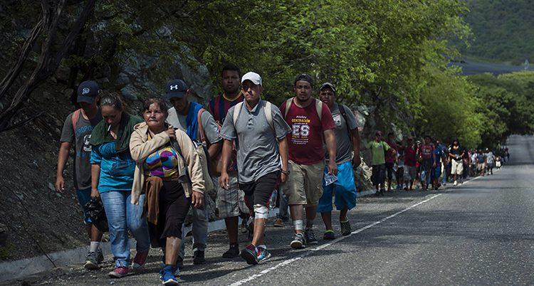 Flyktingar på väg mot USA.