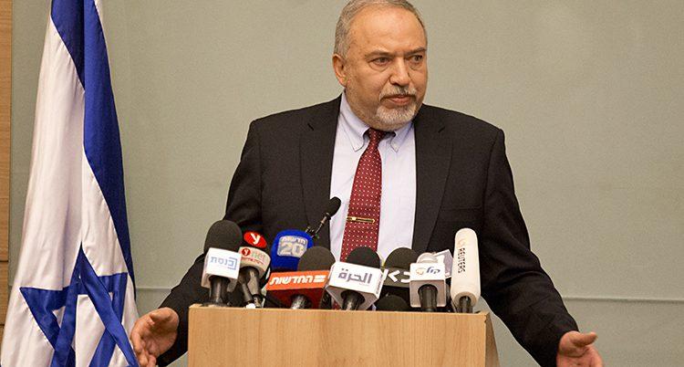 Avigdor Lieberman slutar som Israels försvarsminister