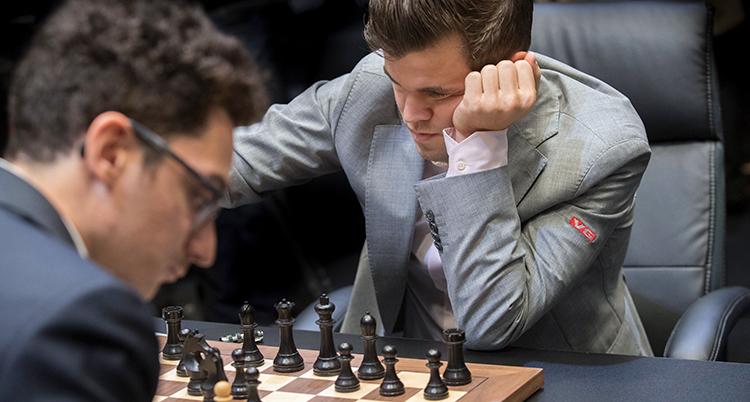Magnus Carlsen spelar en match.