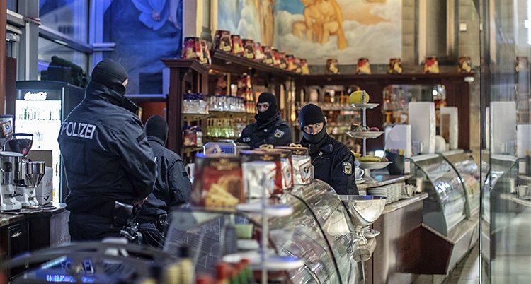 Poliser på väg att gripa brottslingar i Tyskland