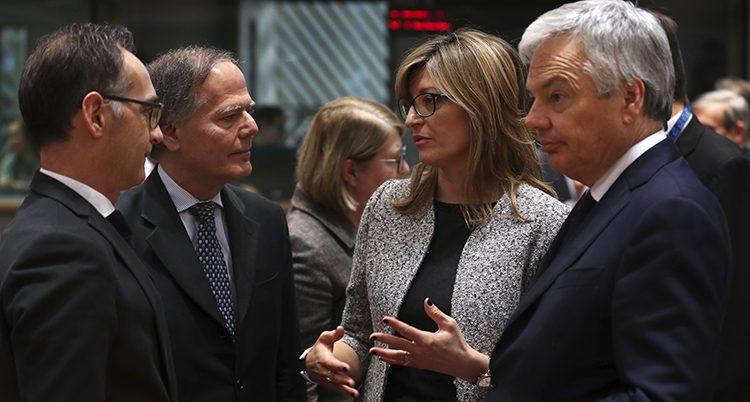 Fyra ministrar från länder som är med i EU.