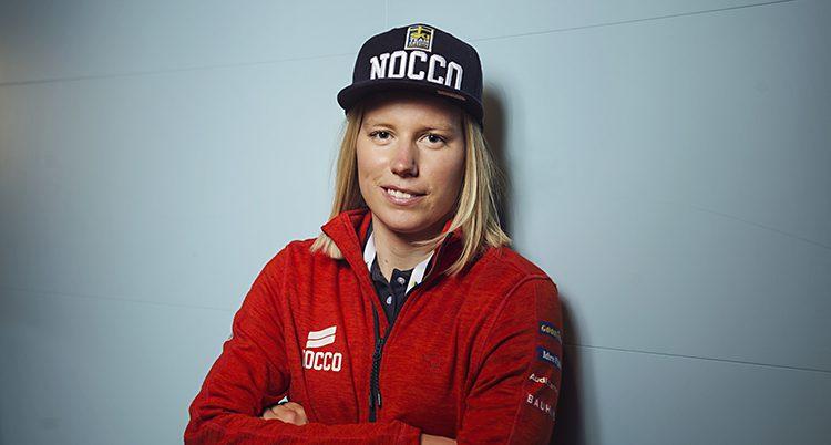Porträtt på Sandra Näslund med keps
