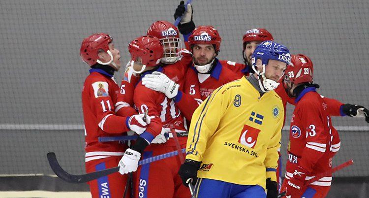 Ryska spelare jublar över VM-guldet.