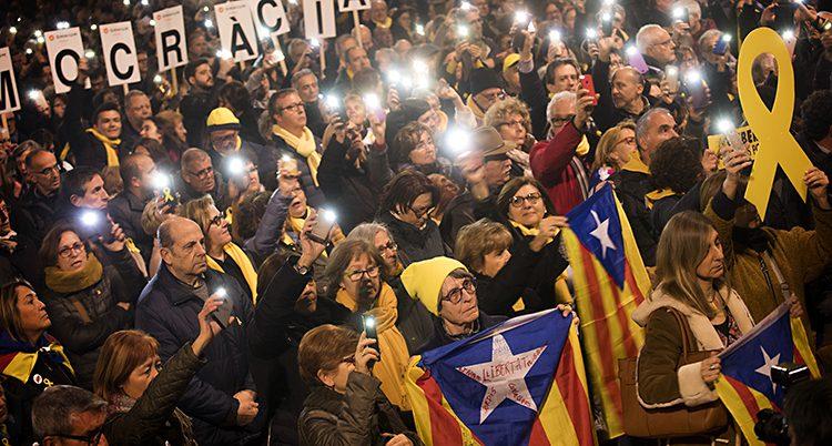 Ffolk i Katalonien protesterar