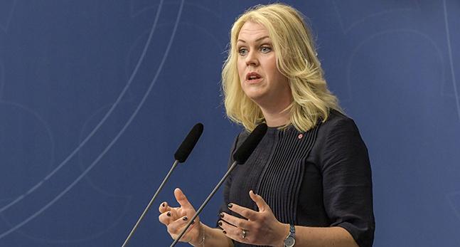 Ministern Lena Hallengren.