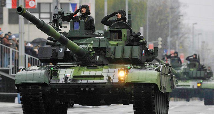 Tjeckiska stridsvagnar visas up