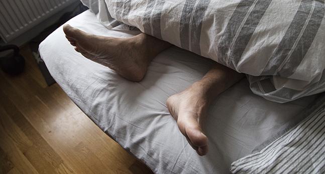 En man som sover.