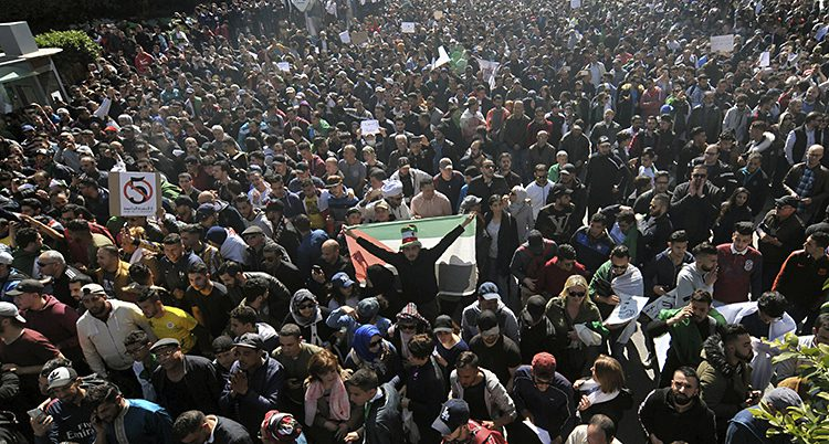Många demonstrerar i Algerie