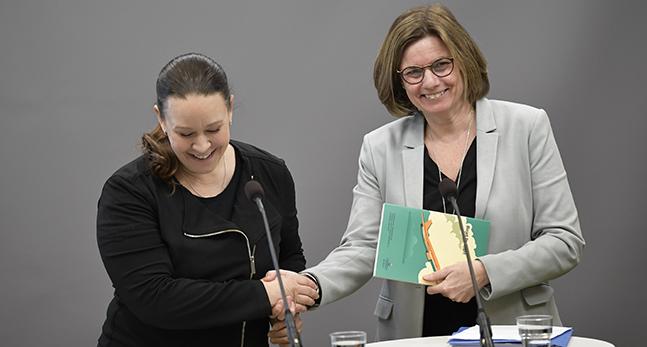 Maria Wetterstrand och Isabella Lövin
