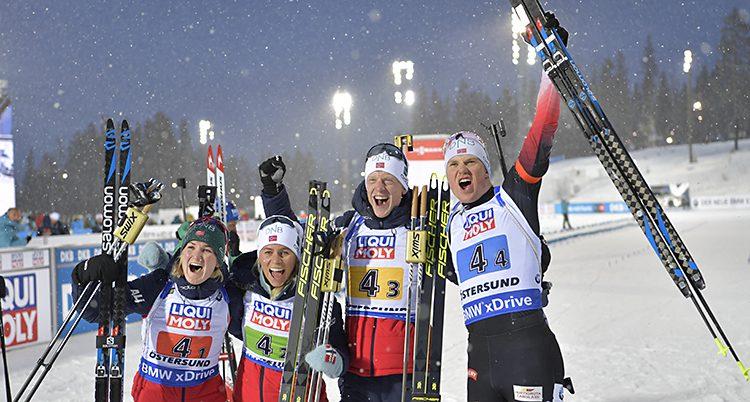 Det norska laget jublar.