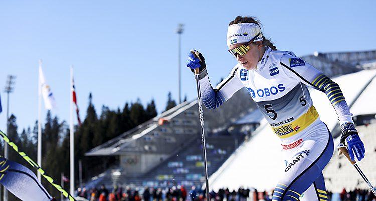 Ebba Andersson i loppet i Holmenkollen