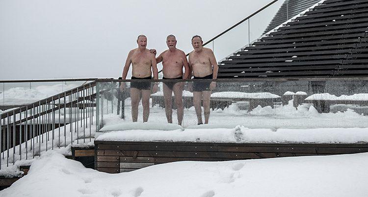 Lyckliga finländare badar bast